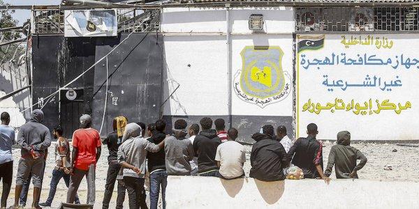 Après un raid aérien dans un centre pour migrants en Libye, l'ONU dénonce un «crime de guerre»