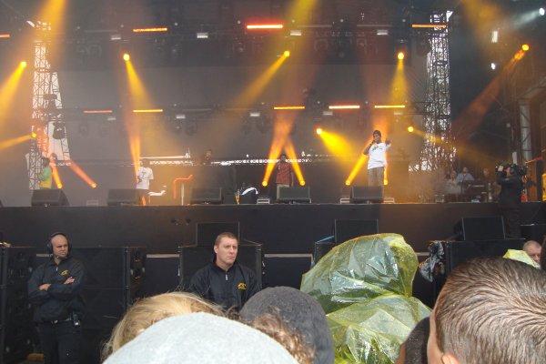 rock en seine 26-8-2011 !!! foto dé groupe ke g vu ( smith westerns - odd future - css - the kills - foo figthes ) é moi é mon pote jey !!! super festival le plu bo ke g fé !!!