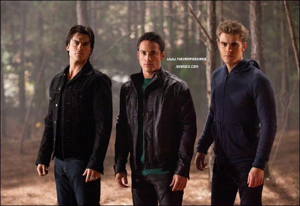 . TheVampireDiarie NEWS | Voici une photo Behind The Scenes d'un épisode à venir avec Ian, Michael & Paul. De plus, voici de nouvelles photos d'un ancien shoot de Nina datant de 2009. Vous en pensez quoi ? .