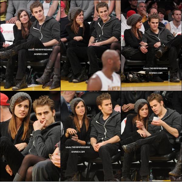 . TheVampireDiarie CANDID - 02.01.2011 | Paul et sa chérie Torrey se sont rendus au match des Lakers à Los Angeles. Ils ne se quittent décidément plus ces deux tourtereaux ! (l) .
