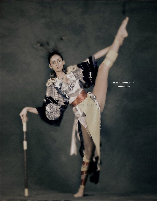 . PHOTOSHOOT | Un ancien photoshoot de Nina en kimono par Michael William Paul vient tout juste de faire son apparition. Ce shoot date de plusieurs années déjà, au tout début de sa carrière. Qu'en pensez-vous ?.