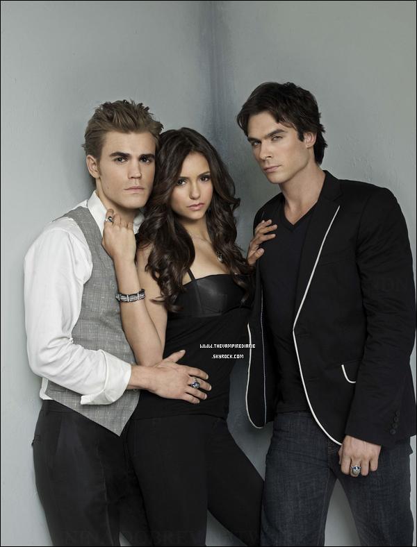 . NEWS | Deux nouvelles photos promotionnelles de la saison 2 viennent de faire leur apparition avec le trio..