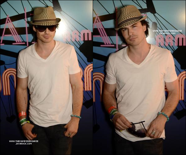 . EVENT - 16 avril 2011 | Nina & Ian étaient présents au Ax Armani Exchange And 944 Magazine Neon Carnival..