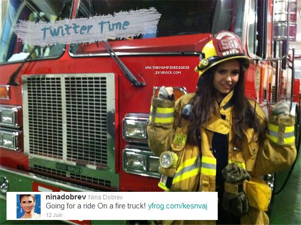 . TWITTER | Voici deux photos postées par Nina sur son compte Twitter où on peut la voir en tenue de pompier..