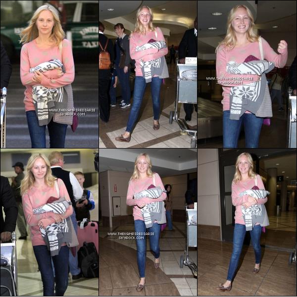 . CANDID - 03 décembre 2011 | Candice a été aperçue, tout au naturel et souriante, à l'aéroport de L.A..