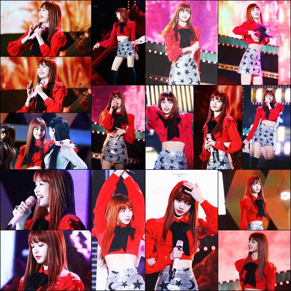 . 28/10/2017: Notre jolie Lisa , avec le reste des BlackPink, a performé au festival « Busan One Asia », en Corée.Le festival continue et, bien sûr, les BlackPink y font parties! Lalisa est vêtue, pour changer, d'une tenue rouge qui lui va à merveille.  .