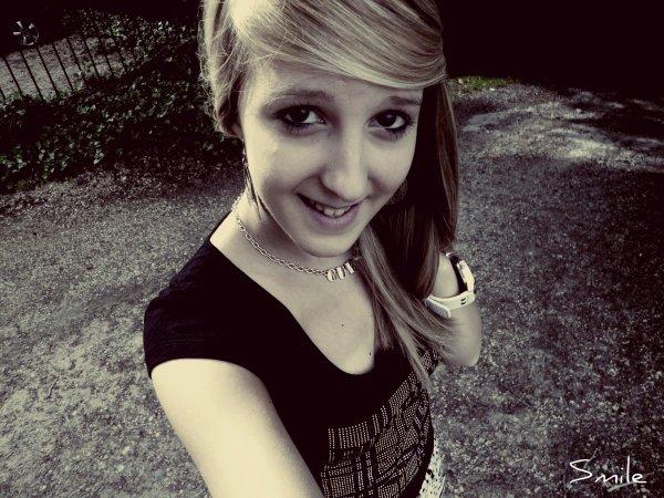 Je sourie pour cacher ma tristesse ܤ .