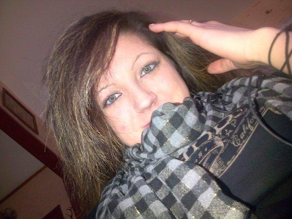 Pas de retouche, c'juste mes vrai yeux et une nouvelle coupe de cheveux ;)