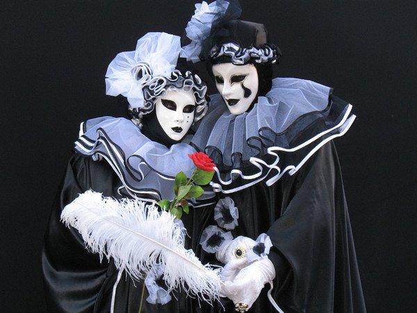 hello les amies voici encore de jolies image prise sur le net de nos jolis masques venitiens ♥ que j'adore