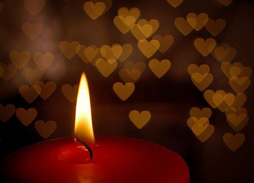 en ce 1 er novembre que cette lumière brille pour nos defunts qui nous manquent tant !!
