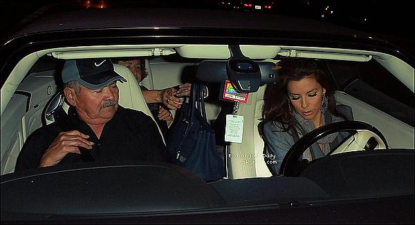 • 2o Janvier 2o11 •  - Los Angeles, Etats-Unis. 🎥 Eva & Ricardo Chavira ont été vus sur le « Tournage de Desperate Housewives ».  Tenue: Robe Hervé Leger & Escarpins Christian Louboutin.