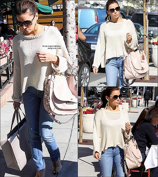 • 11 Février 2o11 •  - West Hollywood, Etats-Unis. 🛍️ Puis, Eva & Maria sont allées « Faire du Shopping ».  Tenue: Lunettes Fendi à 18o¤ & Sac Coatch à 59o¤.