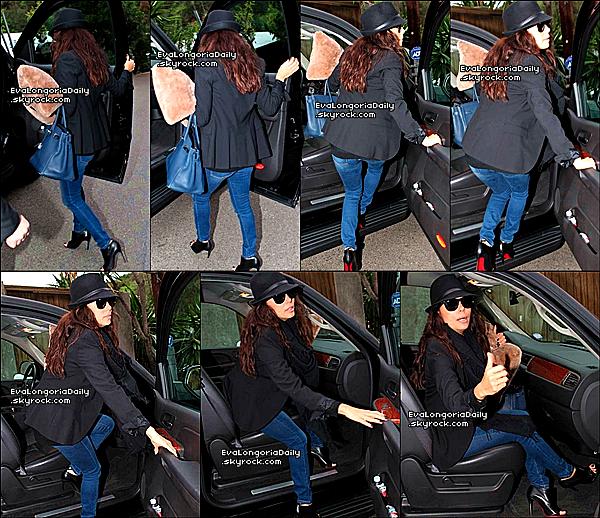 • o9 Février 2o13 •  - West Hollywood, Etats-Unis. 🍴 Eva est allée dîner au « Chateau Marmont Restaurant ».  Tenue: Sac Hermès à 185oo¤ & Escarpins Christian Louboutin à 94o¤.