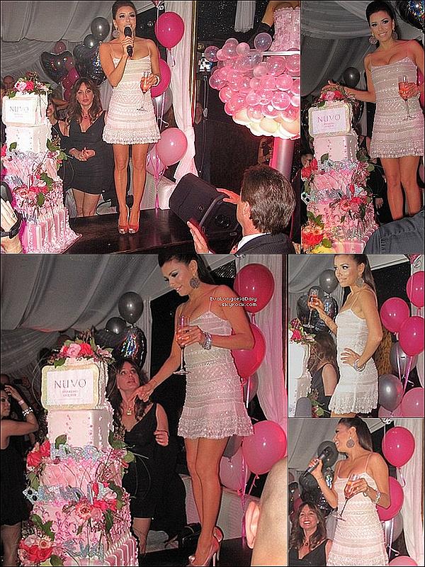 • 18 Mars 2o11 •  - Las Vegas, Etats-Unis. 🎂 Eva a une fois de plus fêté son anniversaire au « Beso Restaurant » puis au  « Eve Nightclub ».  Tenue: Robe Reem Acra & Escarpins Brian Atwood à 6oo¤.