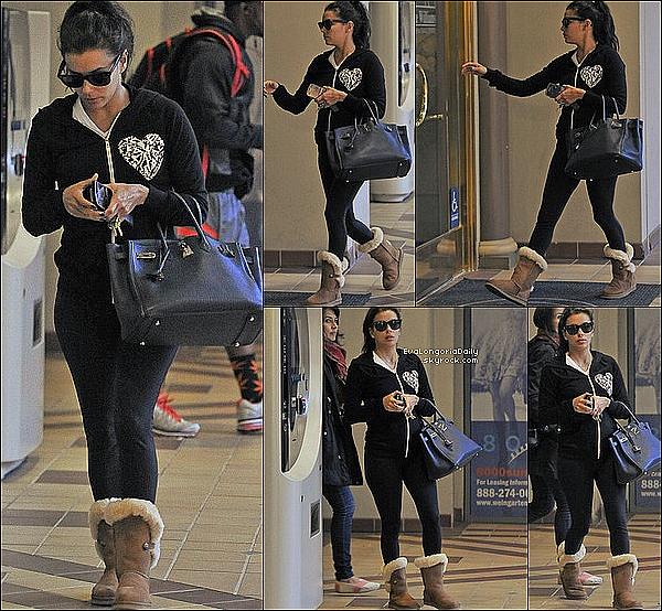 • 31 Janvier 2o13 •  - Los Angeles, Etats-Unis. 🏠 Puis, Eva a été vue « Quittant un Shooting ».  Tenue: Lunettes Chanel à 33o¤ & Pull Wildfox à 1oo¤.