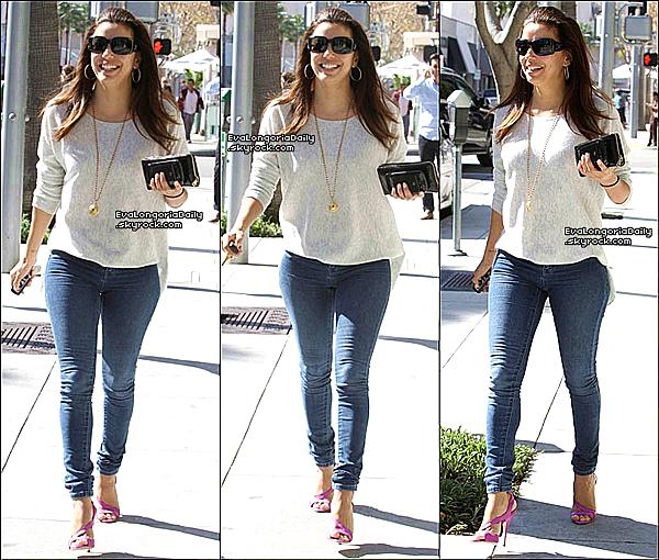 • 14 Février 2o13 •  - Beverly Hills, Etats-Unis. 🍴 Eva est « Déjeuner au Restaurant ».  Tenue: Lunettes Chanel à 33o¤.