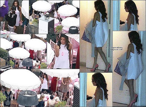 • 11 Mai 2o11 •  - Miami, Etats-Unis. 🚶 Eva & Eduardo ont été vus dans la « Maison de JR & Loren Ridinger ».  Tenue: Lunettes Tiffany & Co à 26o¤.