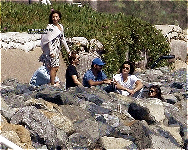 • 17 Juillet 2o11 •  - Los Angeles, Etats-Unis. 🌴 Eva, Eduardo & Ken Paves ont été vus sur une « Plage ».