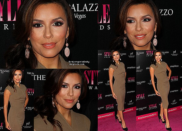 • 13 Novembre 2o11 •  - Los Angeles, Etats-Unis. ⭐ Puis, Eva est allée au « 2011 Hollywood Style Awards » qui avaient lieu au « Smashbox Studios ».  Tenue: Robe Victoria Beckham à 1o5o¤ & Escarpins Brian Atwood.