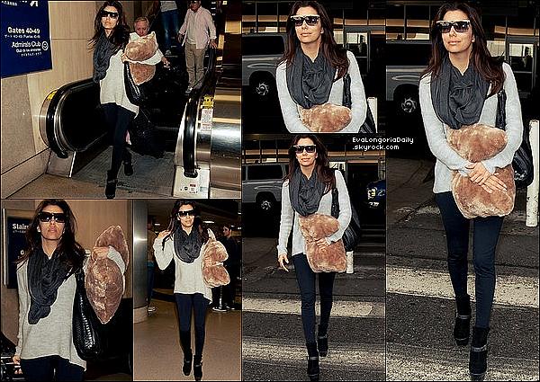 💇 Eva a été vue quittant le Ken Paves Salon.  o8 February 2012. Beverly Hills - États-Unis. Tenue: Eva porte des Lunettes Tom Ford à 390¤.