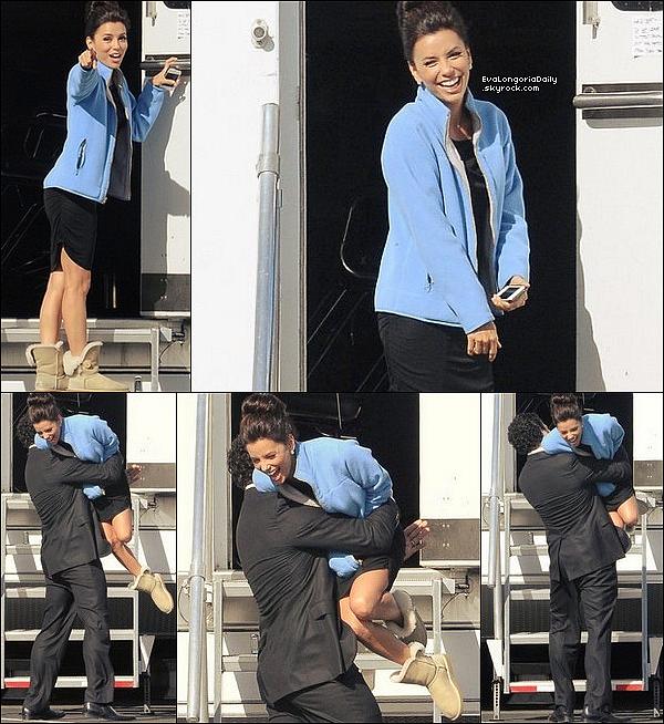 • 11 Février 2o12 •  - Los Angeles, Etats-Unis. 🎥 Eva & Ricardo Chavira ont été vus sur le « Tournage de Desperate Housewives ».  Tenue: Bottes Ugg à 16o¤.