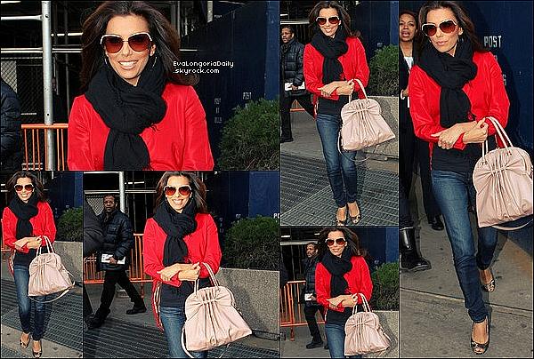 • 22 Février 2o12 •  - Hollywood, Etats-Unis. ⭐ Eva & Edaurdo sont allés  au « Beso Restaurant » pour la « Pré-Oscar Flamenco Party ».  Tenue: Combinaison Zuhair Murad & Escarpins Brian Atwood à 955¤.
