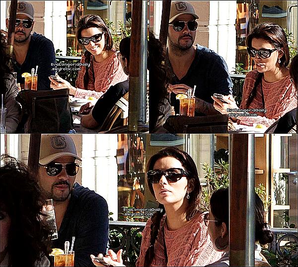 🏬 Eva, Eduardo & Monica Cruz sont allés Faire du Shopping.  27 Décembre 2011. Madrid - Espagne. Tenue: Eva porte un Sac Balenciaga à 595¤ & des Bottes Australia Luxe à 290¤.