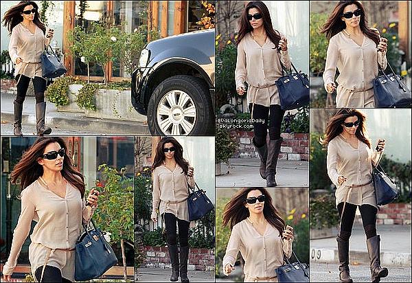 • 31 Décembre 2o11 •  - Los Angeles, Etats-Unis. 📷 Eva a posté une photo d'elle pour le « Réveillon du Nouvel-An ».