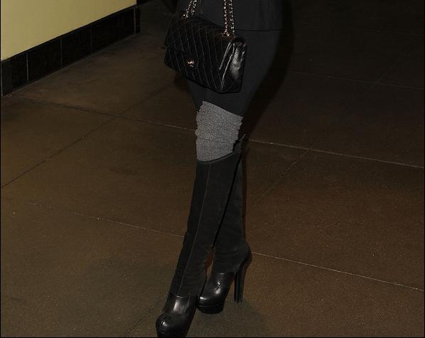 • 14 Janvier 2o12 •  - Los Angeles, Etats-Unis. 🍴 Eva & Eduardo sont allés dîner à « The Magnolia Bakery ».  Tenue: Lunettes Chanel à 33o¤ & des Bottes Australia Luxe à 22o¤.