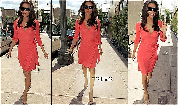 • 3o Mars 2o12 •  - Hollywood, Etats-Unis. 🚶♀️ Eva s'est rendue à un « Rendez-Vous Professionnel ».  Tenue: Lunettes Christian Dior à 53o¤, Jeans Henry&Belle à 11o¤ & Escarpins Yves Saint-Laurent.