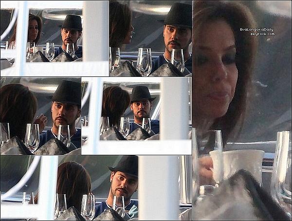 • o5 Février 2o11 •  - Miami, Etats-Unis. ⛵ Ensuite, Eva & Eduardo Cruz ont été vus sur le « Yacht Utopia III » de Loren Ridinger.  Tenue: Lunettes Ray-Ban à 15o¤, T-Shirt Enza Costa à 9o¤, Jeans JBrand à 15o¤, Sac Hermès à 185oo¤ & Escarpins Sergio Rossi à 53o¤.