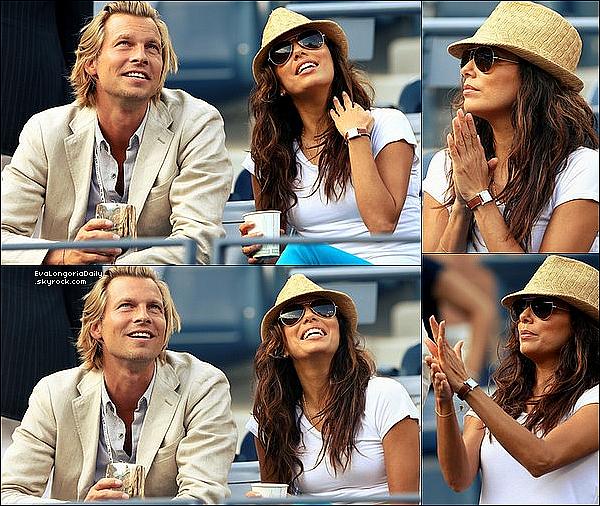 • 11 Septembre 2o12 •  - Los Angeles, Etats-Unis. 📺 Enfin, Eva était sur le plateau de l'émission « Extra » présenté par Mario Lopez.