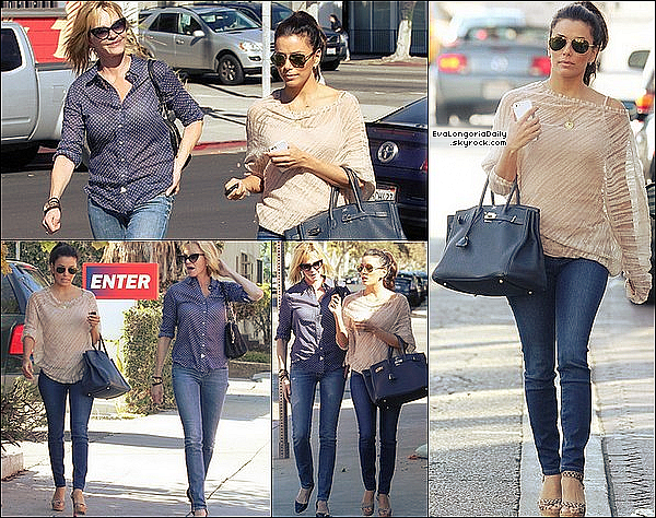 • 26 Octobre 2o12 •  - Los Angeles, Etats-Unis. 🏠 Eva a été vue « Quittant sa Maison ».  Tenue: Sac Fendi à 11oo¤, Sac Hermès à 185oo¤ & Legging David Lerner à 55¤.