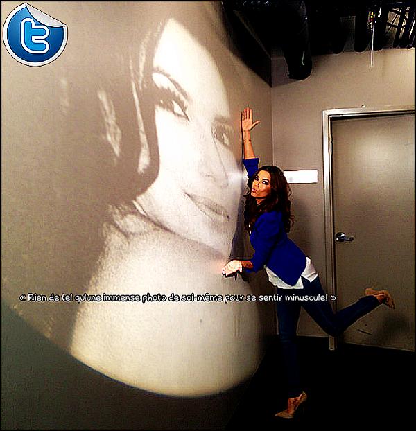 ✈️ Eva a été vue à LAX Airport. 29 Avril 2013. Los Angeles - Etats-Unis. Tenue: Eva porte des Lunettes Tom Ford à 1650¤ & un Sac Chanel à 440¤.