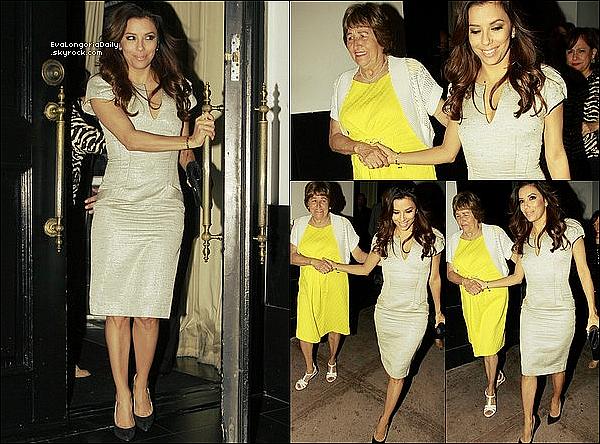 • 22 Mai 2o13 •  - Hollywood, Etats-Unis. 🍴 Le soir, Eva & sa famille sont allés dîner au « Beso Restaurant » pour fêter son diplôme.  Tenue: Escarpins Casadei à 57o¤.