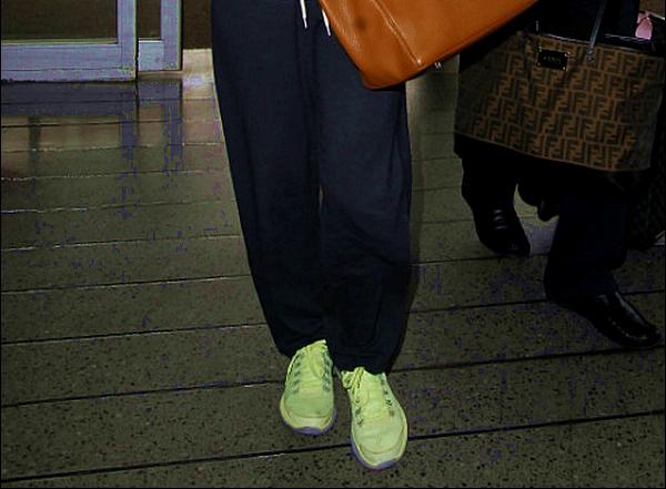 • o2 Juin 2o13 •  - Nouvelle-Orléans, Etats-Unis. ✈️ Eva a été vue au « Louis Armstrong Airport ».  Tenue: Lunettes Chanel à 33o¤ & Sac Hermès à 185oo¤.