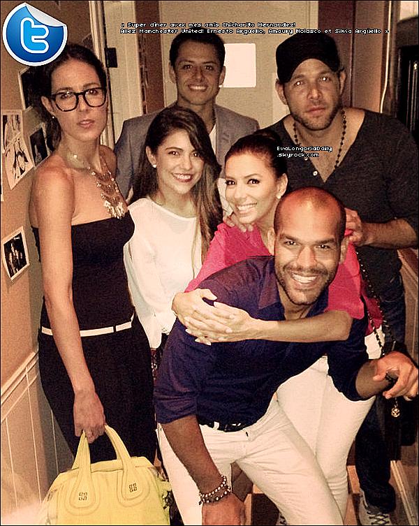 • 19 Juillet 2o13 •  - Los Angeles, Etats-Unis. 🍴 Eva & Matthew Hussey sont allés « Déjeuner au Restaurant ».  Tenue: Lunettes Ray-Ban à 15o¤.