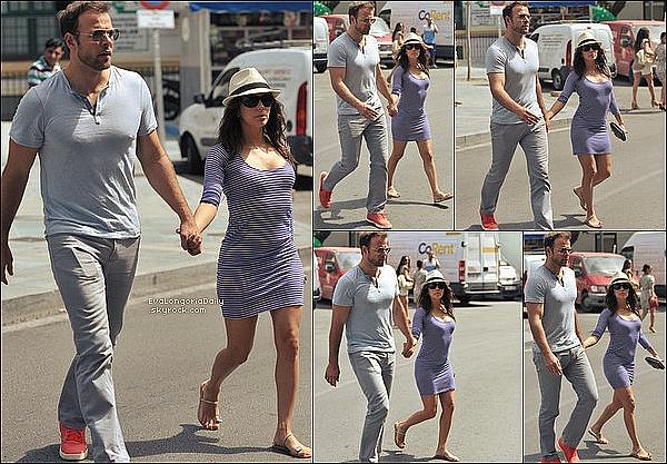 • 31 Juillet 2o13 •  - Malaga, Espagne. 🛍️ Eva & Ernesto sont allés « Faire du Shopping ».  Tenue: Lunettes Tom Ford à 29o¤, Robe Rachel Pally & Escarpins Guiseppe Zanotti à 49o¤.