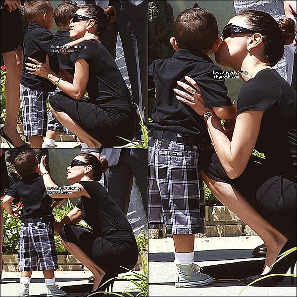 ⚱ Puis, Eva est allée à L'Enterrement de la tante d'Alina Peralta.  24 Août 2013. La Mirada - Etats-Unis. Tenue: Eva porte des Lunettes Chanel à 330¤.