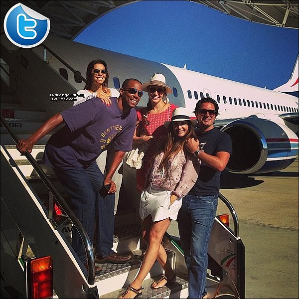 • o7 Septembre 2o13 •  - Washington, Etats-Unis. ✈️ Eva & ses amis ont pris un « Jet-Privé ».  Tenue: Lunettes Ray-Ban à 15o¤.