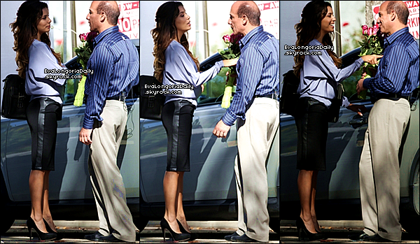 • o1 Novembre 2o13 •  - Beverly Hills, Etats-Unis. 💇 Puis, Eva est allée au « Ken Paves Salon ».  Tenue: Veste Lauren Moshi à 12o¤, Sac Salvatore Ferragamo & Baskets Nike.