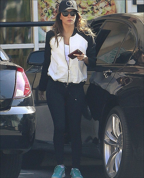 🏠 Eva a reçu Lucie Carrasco.  o6 Novembre 2013. Los Angeles - Etats-Unis.