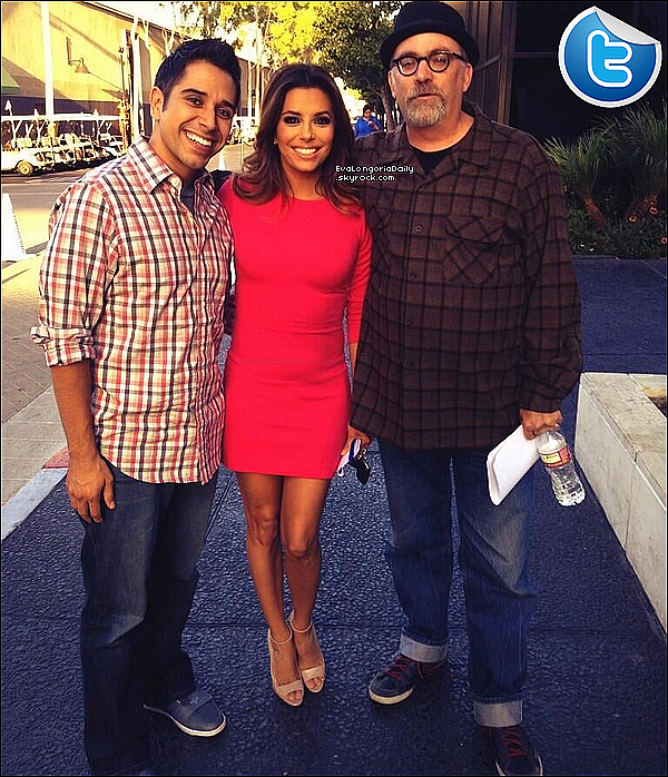 • 13 Novembre 2o13 •  - Beverly Hills, Etats-Unis. 💇 Eva est allée au « Ken Paves Salon ».  Tenue: Veste Lauren Moshi à 12o¤, Sac Chanel à 169o¤ & Baskets Nike.