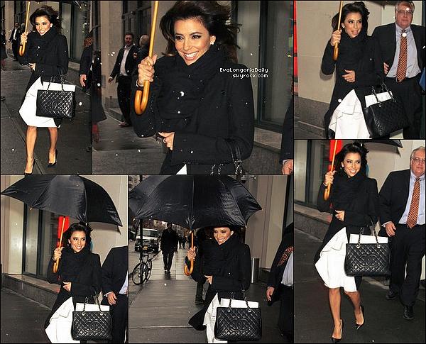 • 13 Décembre 2o13 •  - Dubaï, Emirats Arabes Unis. 📷 Eva a posté une « Photo d'Elle » dans les rues de la ville.