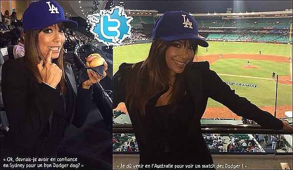 ⚾ Le soir, Eva est allée voir un match de baseball à l'Allianz Stadium.   20 Mars 2014. Sydney, Australie.