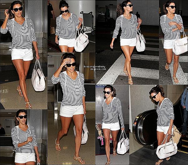 • 17 Avril 2o14 •  - Los Angeles, Etats-Unis. ✈️ Eva a été vue à « LAX Airport ».  Tenue: Pull Splendid à 75¤, Sac Coach & Sandales Chanel.