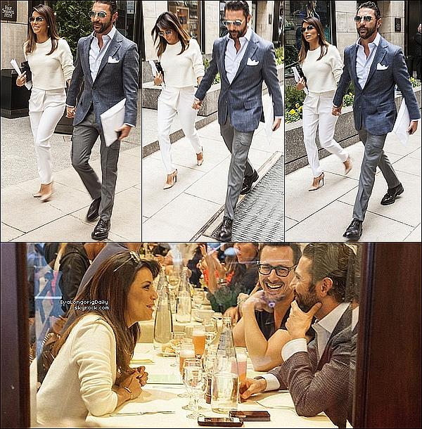 • 11 Mai 2o14 •  - New-York, Etats-Unis. 🎂 Le soir, Eva & Pepe sont allés au « Four Season Hotel » pour « L'anniversaire de Giancarlo Giammetti ».  Tenue: Robe Zara à 11o¤ & Pochette Victoria Beckham à 665¤.