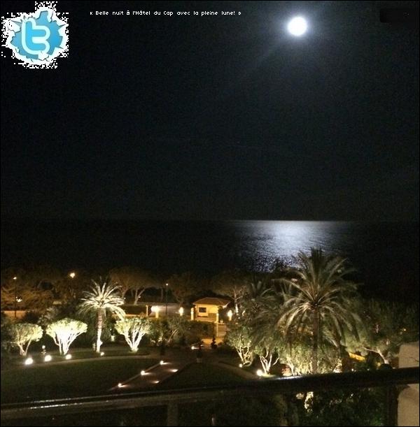 • 15 Mai 2o14 •  - Cap Ferrat, France. 📷 Eva posté une « Photo de la vue de son Hôtel ».