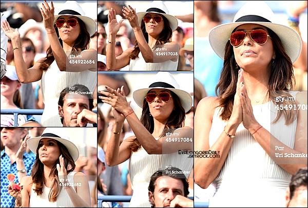• o7 Septembre 2o14 •  - New-York, Etats-Unis. 🎾 Eva & Robert Verdi sont allés voir un « Match de Tennis » de Serena Williams lors de « L'US Open ».  Tenue: Lunettes Ray-Ban à 15o¤, Robe Lovers&Friends à 18o¤, Sac Chloé à 735o¤ & Sandales Chanel.