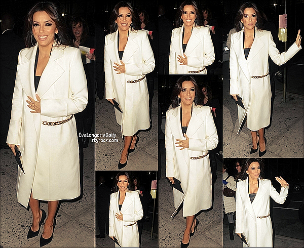 • 18 Novembre 2o14 •  - New-York, Etats-Unis. 🎥 Le soir, Eva est allée à la « Première de Food Chains » à la « Ford Foundation ».  Tenue: Pochette Victoria Beckham à 85o¤ & Escarpins Casadei à 51o¤.